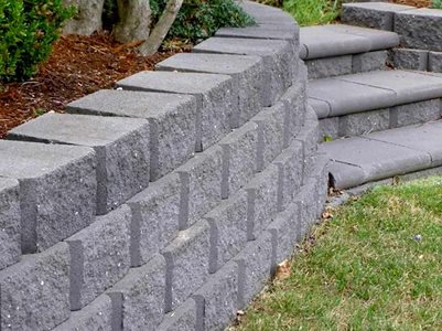 Detailed profile image of garden bed with grey masonry blocks