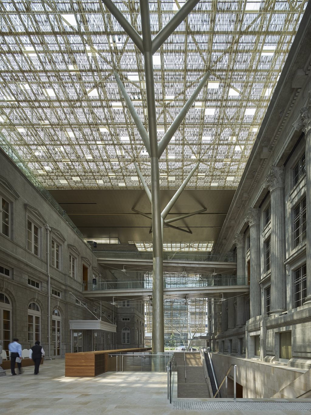 005-NGS-entrance-atrium-between-the-two-historical-buildings.jpg