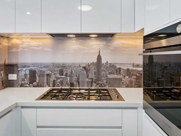 The splashback has a stunning, panoramic shot of Manhattan Island
