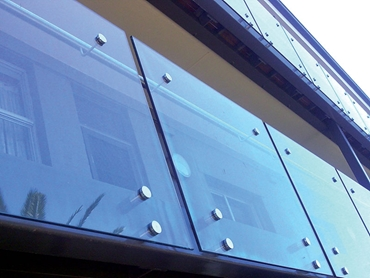 D1G Glass Balustrades - Pinned Glass