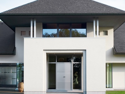 Customisable and thermal entrance doors