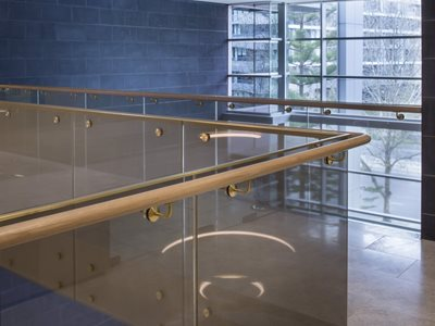 Mesh laminated glass on balustrade