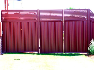 Superior-Steel-Aluminium-and-COLORBOND-Steel-Fencing-and-Gates Red