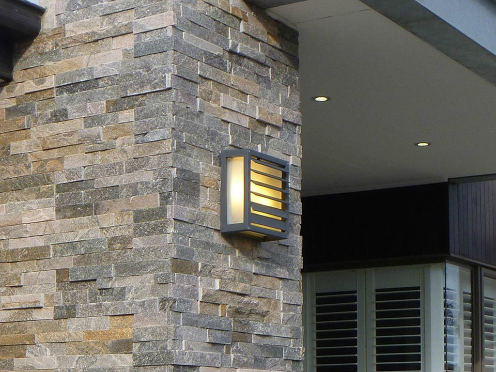Stacked Stone natural stone in 14 colours with preformed corners available to match