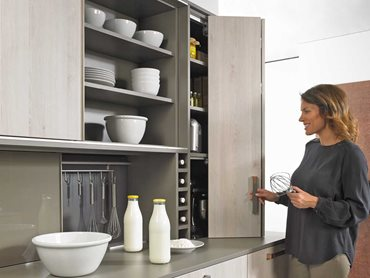 WingLine L cuts a fine figure in the top mounted kitchen unit and opens storage space for provisions and kitchen appliances Photo: Hettich