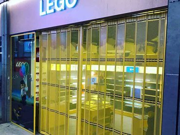KRGS folding closures at the Lego store