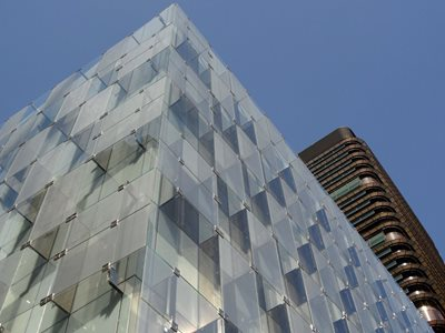 Exterior facade of mesh laminated glass