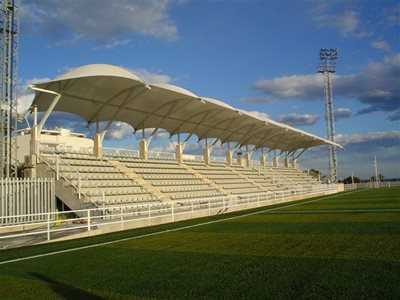 Tensile shade structure on sporting ground