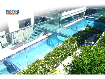 Pool Windows Pool Walls and Glass Water Features from Dimension One Glass Fencing l jpg