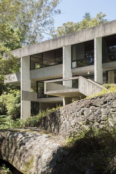 Harry and Penelope Seidler House rocks