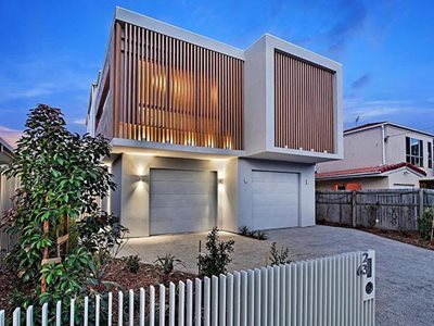 QLD residential home with non-combustible timber look aluminium cladding