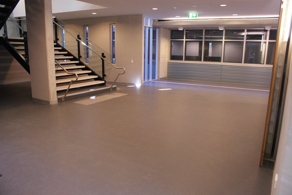 Resilient contract rubber flooring for commercial applications