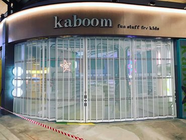 KRGS folding closures at the Kaboom store