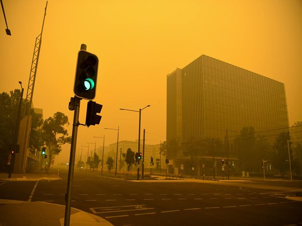 Bushfire smoke is everywhere in our cities. Here's exactly what you are inhaling