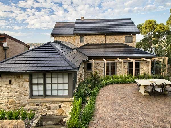 The transformed Sydney home featuring Boral terracotta shingle roof tiles