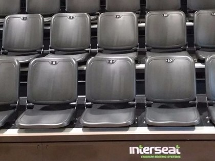 Interseat retractable seating system