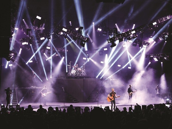 Dierks Bentley 'Somewhere on a Beach' international tour designed by Chris Reade (Photo credit: Todd Kaplan)